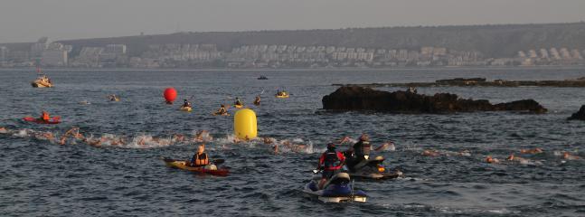 Realice actividades como la travesía a nado Santa Pola-Tabarca.