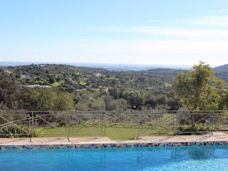 Luxury Algarve villa, heated pool, privacy, magnificent ocean view, in hills near S. Bras de Alportel, Bordeira