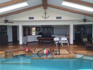 Sailor's Retreat Indoor Saltwater Pool! 3150 sqft!, Cape Coral