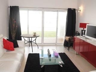 Fuseta 2 Bed Apt with free Wifi & Seaview