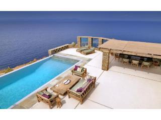 Carpe Diem Villa, Ceos