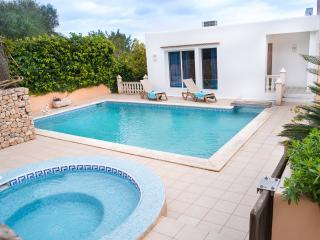 Villa Amnesia -Cosy house near Ibiza main hotspots, Ibiza Town