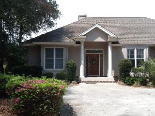 Spacious home on golf course with private pool & free bikes !
