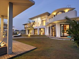 BEAUTIFUL VILLA full ocean view, 300m BEACH !, Jimbaran