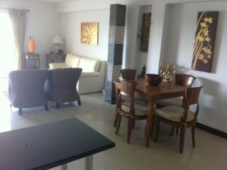Modern apartment with huge pool, Hua Hin