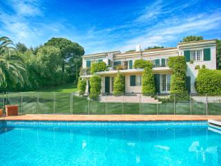Beautiful Villa Accessible to Beaches and Near Sainte Maxime - Villa Beauvallon, Sainte-Maxime