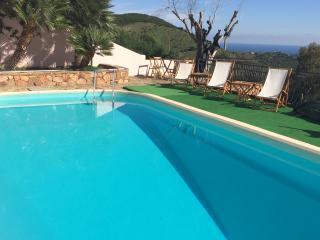 Bilocale indipendente, piscina, giardino, barbecue, Budoni