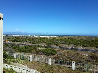 Sunny luxury Apartment with Ocean Views, Muizenberg