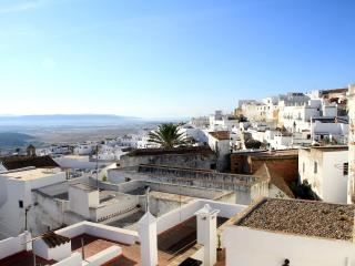 Flat in Vejer with Private Parking, WIFI, 2 terraces, village and seaview, Vejer de la Frontera