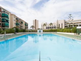 Lovely apartment with pool on Los Cristianos beach