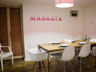 Royal Seabathing Apartment 2 Bed, 2 Bath & Terrace, Margate