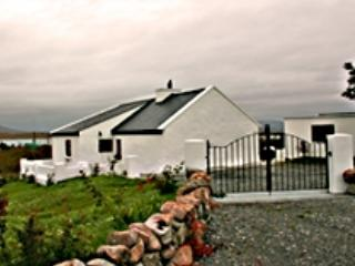 Roundstone 134 Seans Cottage Inishnee, holiday rental in Roundstone
