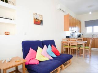 Shiny Apartment near the beach /Sea view, Heraklion