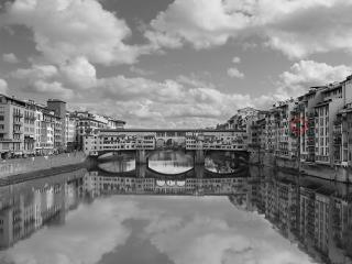 View of Ponte Vecchio from Ponte Santa Trinita: red circle shows apartment's windows