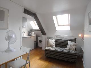 G0482 - Studio located rue Rambuteau, Paris