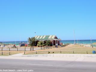 Beachfront holiday accommodation/short term, Summerstrand