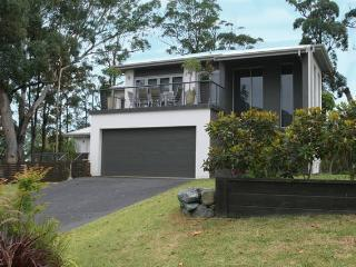 Modern beach house set in beautiful bushland, Elizabeth Beach