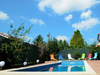FAMILY HOUSE WITH POOL AND GARDEN, Labin
