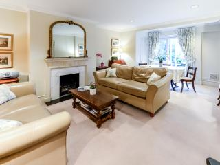 South Kensington garden apartmt  2 bdrms 2 bathrms