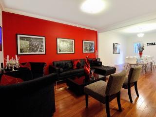 8461 Huge 5 bedroom 3 bath in Midtown East, New York City