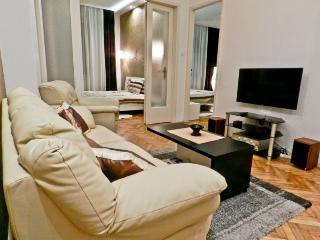 Apartment INA - 200m from pedestrian, 4 rooms 70m2, Belgrado