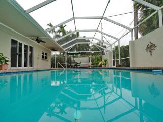 Huge Modern Pool Home!  Walk to Restaurants!