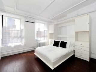3BR/2BA SoHo Duplex Terrace for 10 - Little Italy (100% Legal)