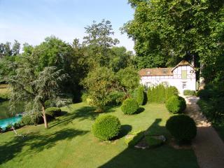 Cottage entre riviere et foret + piscine & tennis