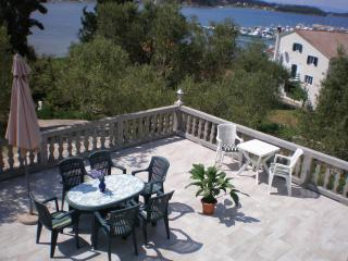 Three-room apartment with a seaview, Supetarska Draga