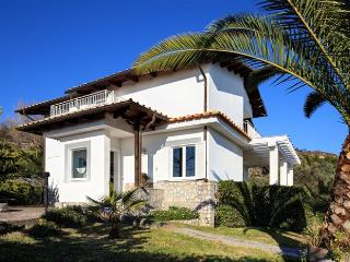 Villa Dafne with sea view and swimming pool, Sant'Agata sui Due Golfi