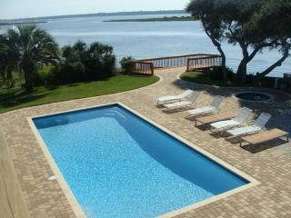 Large Luxury Waterfront Home, Pool, Hot Tub, Saint Augustine
