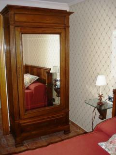 Habitación con cama de Matrimonio (1.50) y baño incorporado. Apartamento Playa de Barro