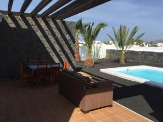 VILLA KRISHNA WIFI HEATED POOL 5 PERSONS, Playa Blanca