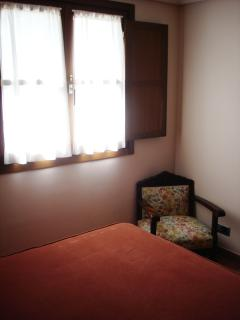 Habitación Cama Matrimonial (1.50) con Baño incorporado. Apartamento Mazuga Rural