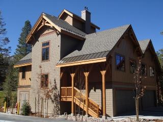 Stunning 4-Bedroom Townhouse, Mammoth Lakes