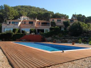 Casa con piscina, entre árboles y vistas al mar, Bégur