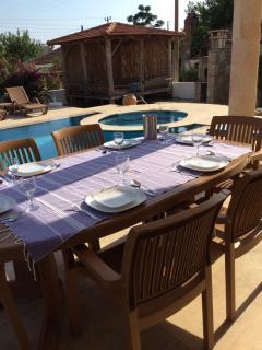 Villa Yaz alfresco dining and kosk