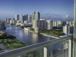 BEACHWALK RESORT 2/2 FREE BEACH SERVICE  ON 12 FL, Hallandale