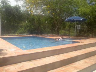 Casa con piscina privada en Honda