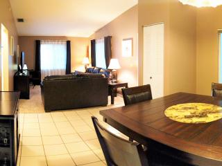 Upscale Park Place Condo and Pool, Winter Haven