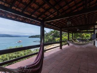 03 bedrooms beach house with access only by boat., Parati