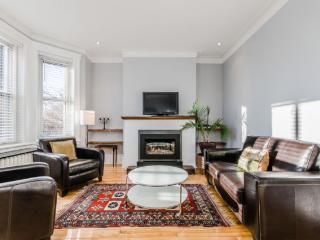Furnished luxurious upper duplex with 3 rooms, Montréal