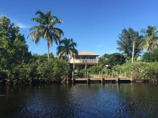 CuteCozyCasaMarina Waterfront 2/2 Cottage, Bokeelia