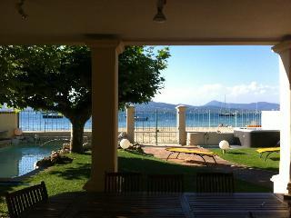 En bord de mer - ST TROPEZ Villa d'env.250 m²-6 chambres