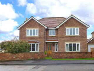 MERE PARK HOUSE, open fire, enclosed garden, WiFi, Driffield, Ref 927620