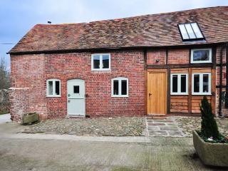CHATFORD ROOST  barn conversion, en-suites, WiFi, woodburner in Shrewsbury Ref 928745