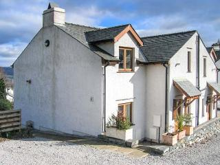 LOW DOW CRAG, ground floor apartment, off road parking, patio, walks from door