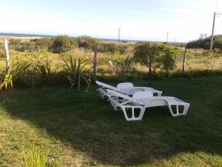 2 bedroom chalet w/ ocean view, beach across the s, Punta del Este