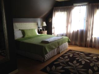Beautiful King bedroom ensuite (private bathroom), Concord