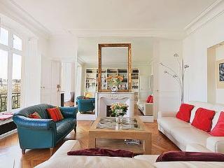 2 bedroom Apartment - Floor area 110 m2 - Paris 5o #4057897